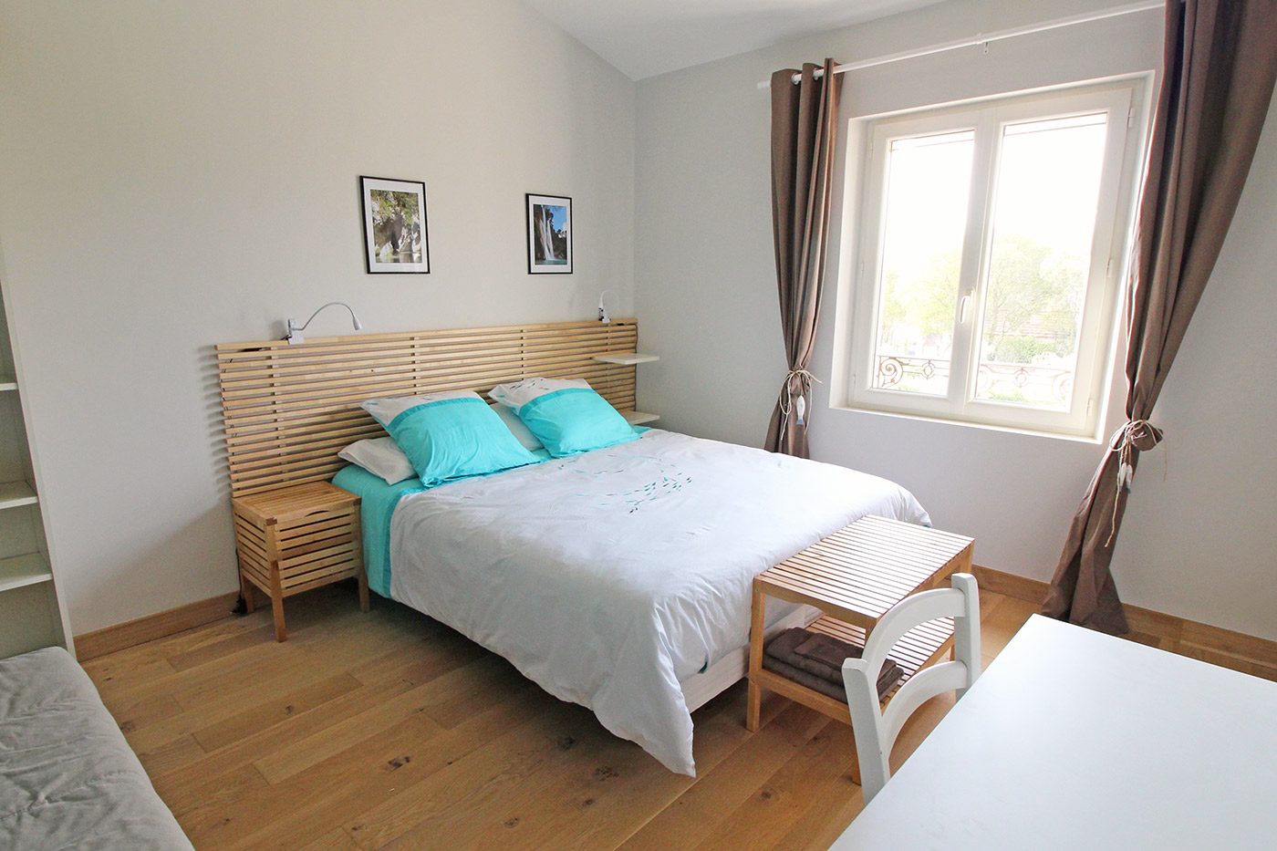 chambre turquoise la bastide de pierres. Black Bedroom Furniture Sets. Home Design Ideas